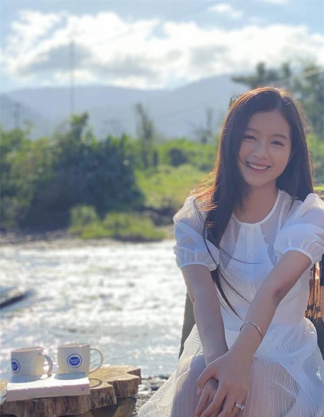 Chân dung nữ diễn viên bị khán giả đòi thay vai trong Hương vị tình thân - Ảnh 5.
