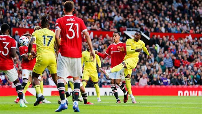 Hàng thủ Man United để thủng lưới 3 trận giao hữu liên tiếp