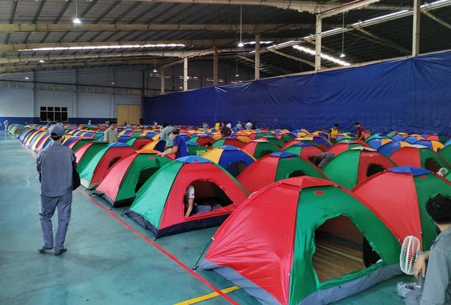 Doanh nghiệp bố trí nơi ngủ sạch sẽ, an toàn cho người lao động ngay tại nhà máy.