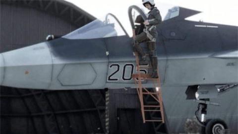 Phi cong Nga dung khau lenh, anh mat dieu khien Su-57
