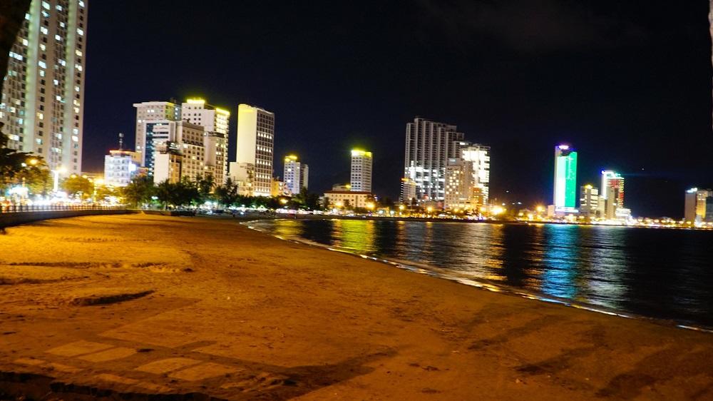 TP Nha Trang còn yêu cầu người dân toàn thành phố không ra đường từ 19h ngày hôm trước đến 6h sáng hôm sau, kể từ 19h ngày 31/7.