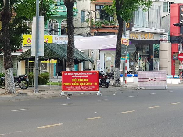 Chiều 31/7, nhiều chốt kiểm soát đã được dựng lên trên đường phố Đà Nẵng để thực hiện Chỉ thị 05/CT-UBND của Chủ tịch UBND TP
