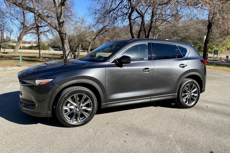 3. Mazda CX-5 2021 (giá khởi điểm: 26.770 USD, điểm tổng thể: 8,8/10).