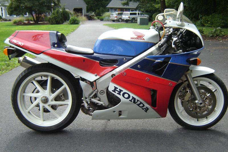 4. Honda RVF 750.