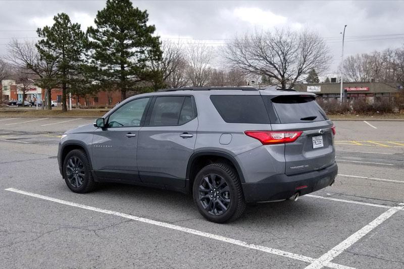 7. Chevrolet Traverse 2021 (giá khởi điểm: 34.900 USD, điểm tổng thể: 8,4/10).