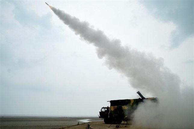 Ấn Độ khoe tên lửa đất-đối-không và tên lửa chống tăng nội địa mới ảnh 1