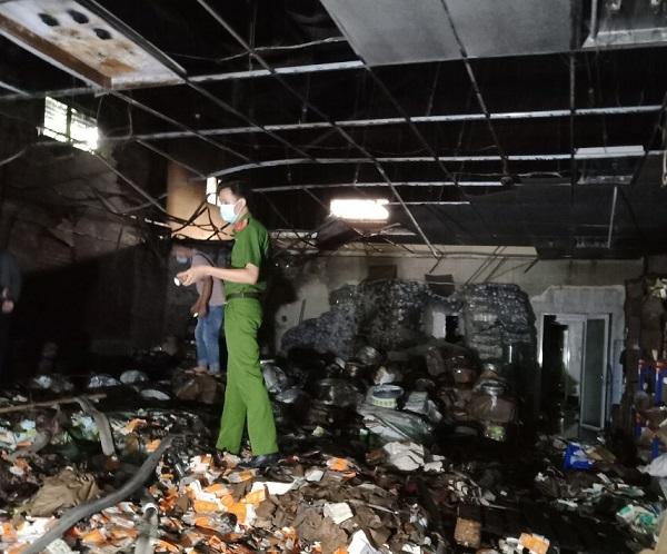 Cần Thơ: Đang lúc thực hiện giãn cách, nhà kho của một doanh nghiệp bị cháy