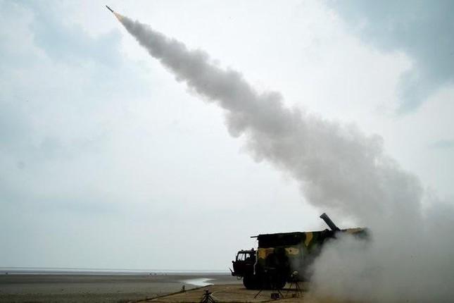 Ấn Độ khoe tên lửa đất-đối-không và tên lửa chống tăng nội địa mới