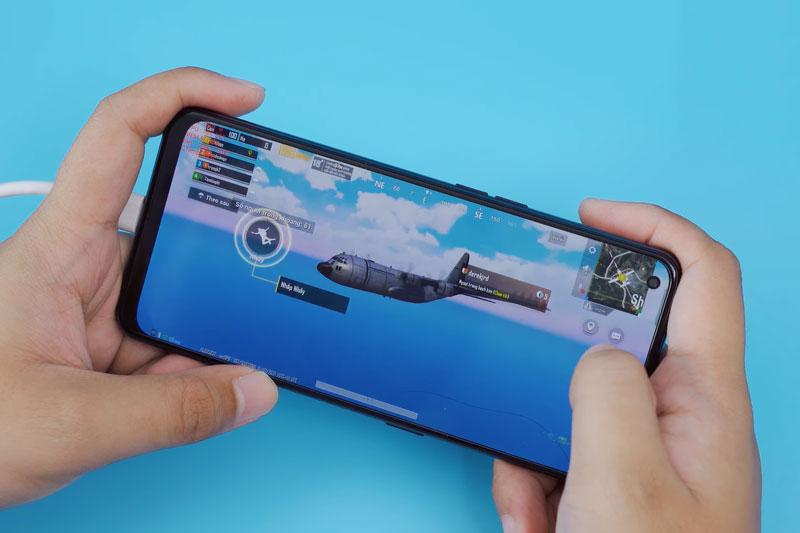 Test khả năng chơi game của Oppo Reno6 Z 5G vừa lên kệ ở Việt Nam