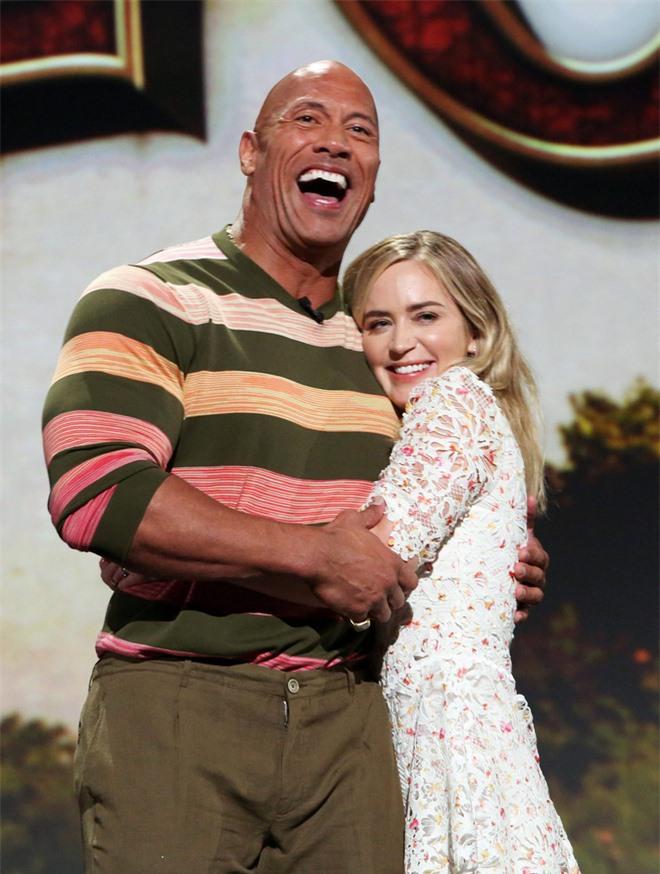 Emily Blunt: Nữ minh tinh hạng A nóng bỏng, sánh bước bên The Rock là ai? - Ảnh 2.