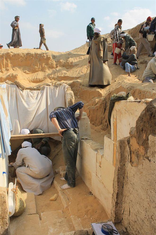 Khai quật lăng mộ pharaoh hiếm hoi không được ướp xác, chuyên gia kinh ngạc: Pharaoh cũng là kẻ đạo mộ? - Ảnh 2.