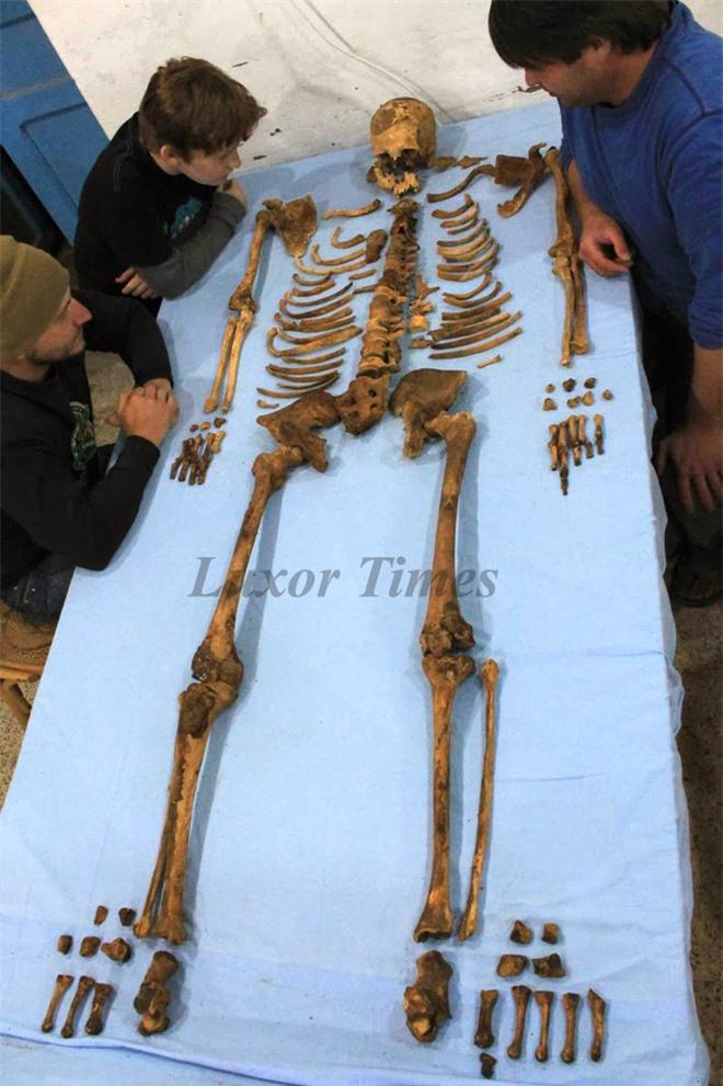 Khai quật lăng mộ pharaoh hiếm hoi không được ướp xác, chuyên gia kinh ngạc: Pharaoh cũng là kẻ đạo mộ? - Ảnh 4.