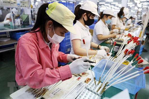 Dây chuyền sản xuất, lắp ráp linh kiện cho bếp gas của Công ty TNHH Paloma Việt Nam (vốn đầu tư của Nhật Bản) tại khu công nghiệp, đô thị VSIP Hải Phòng. (Ảnh: Danh Lam/TTXVN)