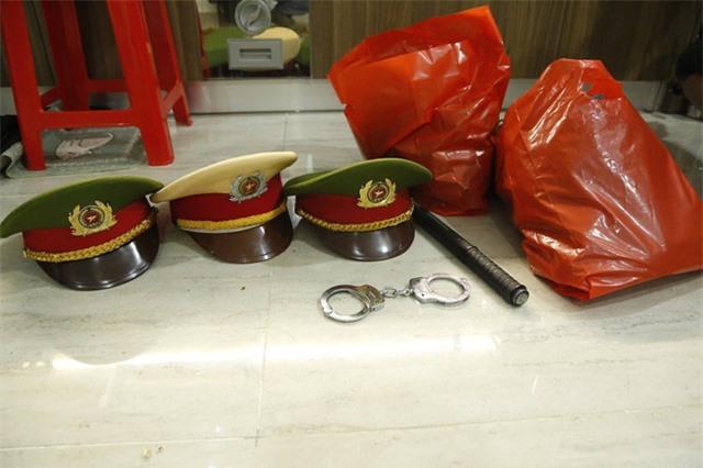 Giả danh cảnh sát lừa đảo, ăn nhậu trong mùa dịch - Ảnh 2.