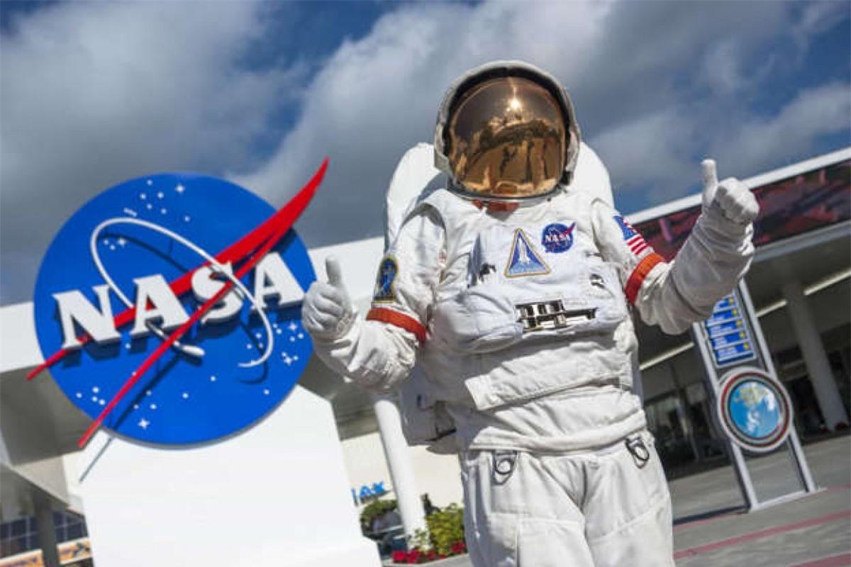 Các tổ chức như NASA, Cơ quan Vũ trụ châu Âu và tổ chức Tìm kiếm Sự sống thông minh ngoài Trái Đất đã tiến hành nhiều dự án để tìm kiếm những ngôi sao có dấu hiệu sự sống.