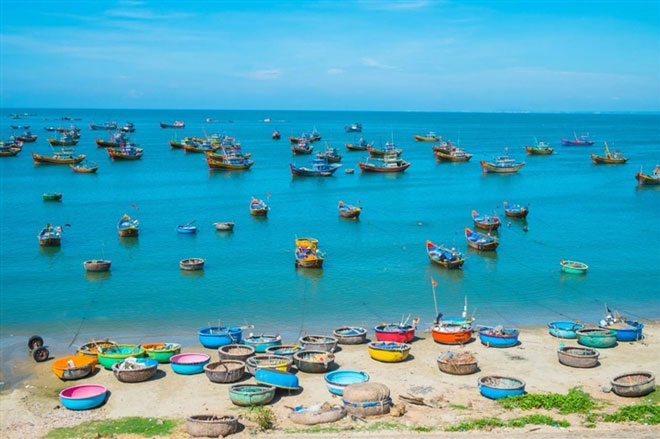 Ngắm làng chài Mũi Né đẹp mê ly với những chiếc thuyền thúng đầy màu sắc