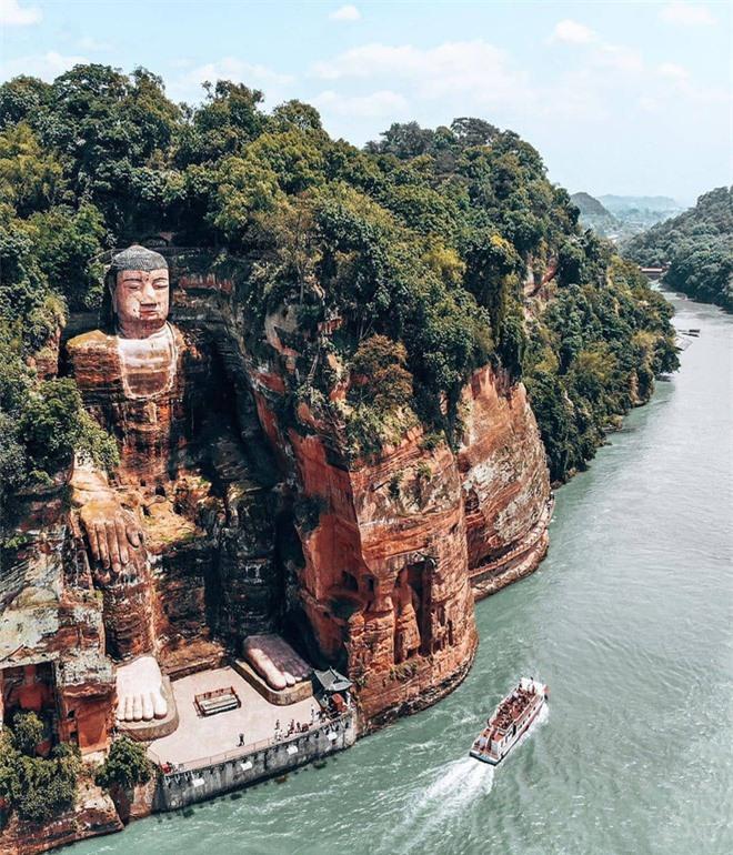 Lạc Sơn Đại Phật bỗng dưng nhắm mắt thần bí, cùng với đó xảy ra đại họa: Hàng chục năm sau khoa học tìm ra câu trả lời - Ảnh 1.