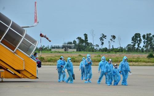 Thừa Thiên Huế xử lý nghiêm xe dịch vụ chở người dân từ vùng dịch trở về