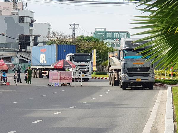 Từ ngày 5/8, TP Đà Nẵng cho phép xe sơmi rơmoóc, xe kéo rơmoóc tạm thời lưu thông 24/24h trên trục đường Ngô Quyền – Ngũ Hành Sơn