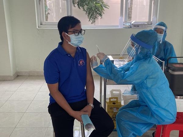 Chiến dịch tiêm vaccine phòng COVID-19 nhằm thực hiện chiến lược miễn dịch cộng đồng trên địa bàn toàn tỉnh.