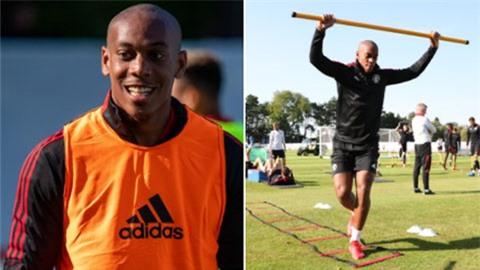 Martial trở lại tập luyện ở MU với diện mạo mới