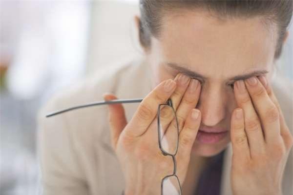 Tình trạng mắt nhức mỏi và mờ: Không nên chủ quan! - Ảnh 2.