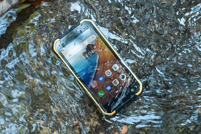 Smartphone chống nước, độ bền quân đội Mỹ, pin 4.000 mAh, giá hơn 2 triệu