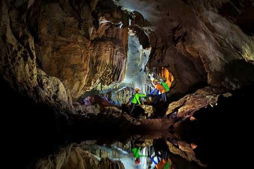 Khám phá nét đẹp hoang sơ của hang Chà Lòi, Quảng Bình