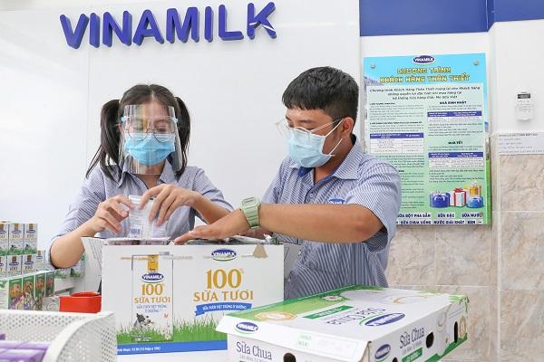 Hệ thống cửa hàng Giấc Mơ Sữa Việt của Vinamilk tăng cường hình thức bán hàng trực tuyến, giao hàng tại nhà để đáp ứng nhu cầu của người dân.
