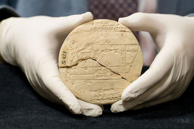 Tìm thấy 'máy tính bảng' 3.700 năm tuổi của người Babylon: Minh chứng hùng hồn nhất của 'xuyên không'?