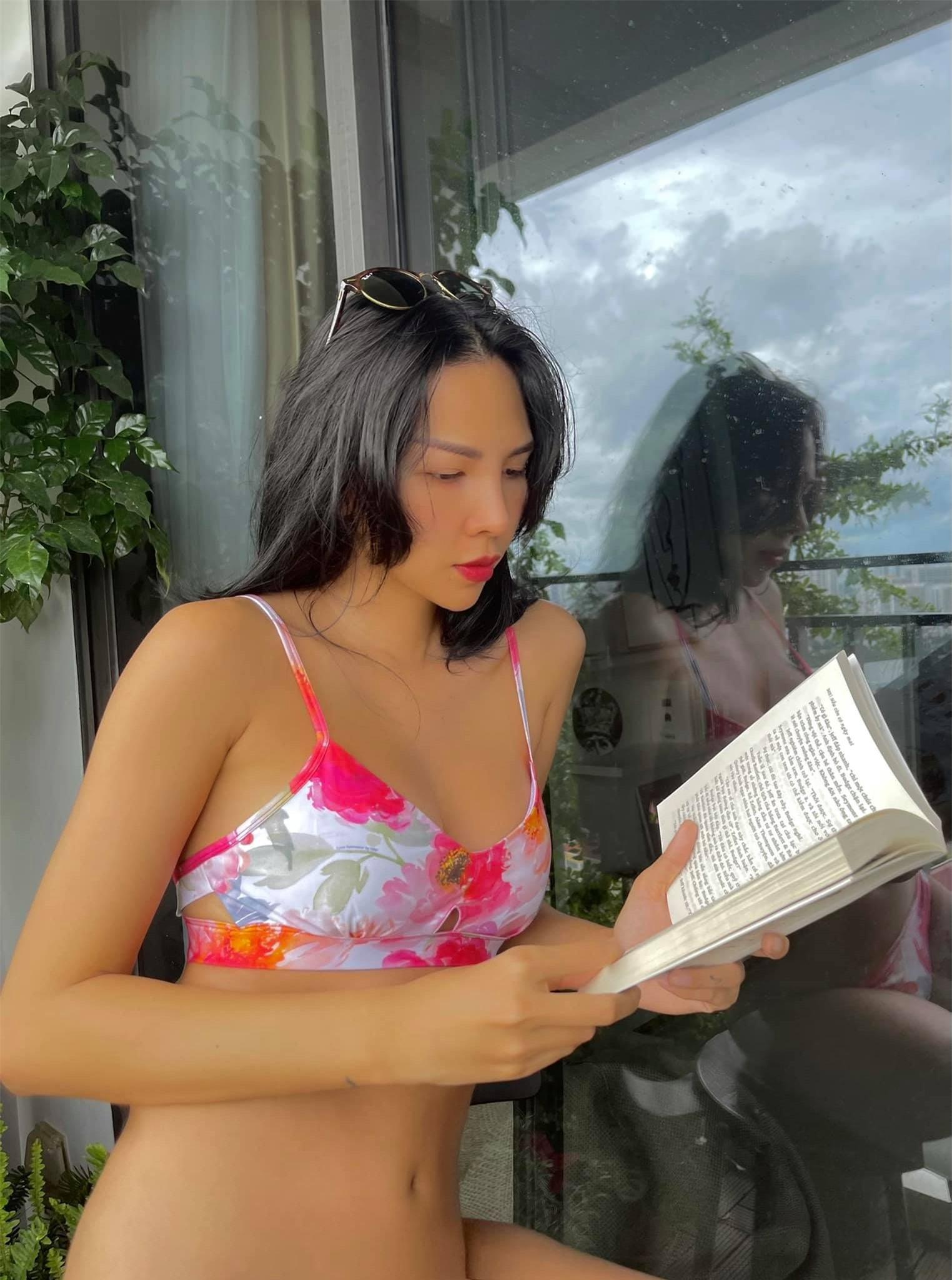 Siêu mẫu Minh Triệu tung loạt ảnh gợi cảm khoe eo con kiến, chân nuột nà - Ảnh 2.