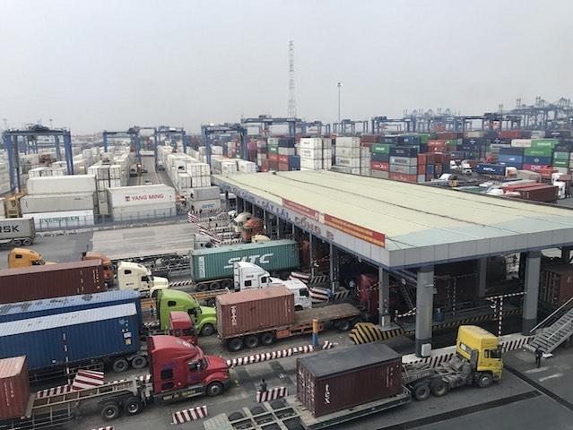 Tân Cảng Sài Gòn hỗ trợ doanh nghiệp chi phí nâng hạ, vận chuyển hàng tồn đọng.