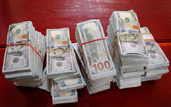 Số tiền 470.000 USD  khi bị bắt giữ.