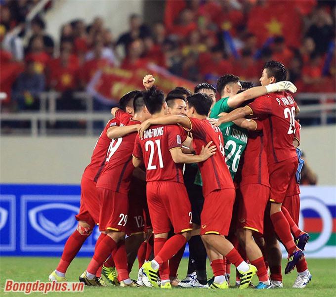 Lần đầu tiên trong lịch sử, ĐT Việt Nam thắng bán kết AFF Cup trên sân Mỹ Đình - Ảnh: Minh Tuấn