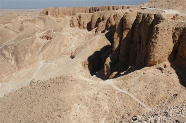 Bí ẩn vị pharaoh Ai Cập nằm lẻ loi trong lăng mộ đơn sơ đến bất ngờ ảnh 1