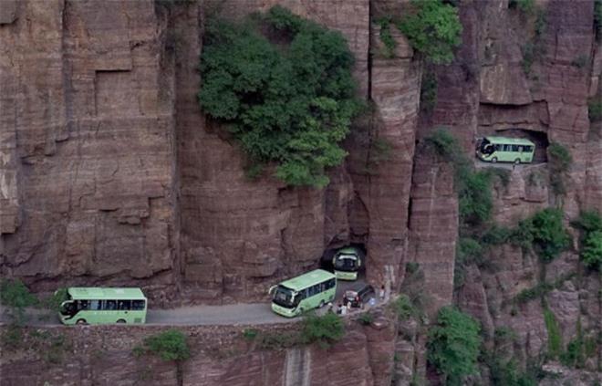 Độc đáo ngôi làng trên cao, nơi người dân tự tay đào 1,2km đường hầm xuyên núi để xuống dưới xuôi - Ảnh 3.