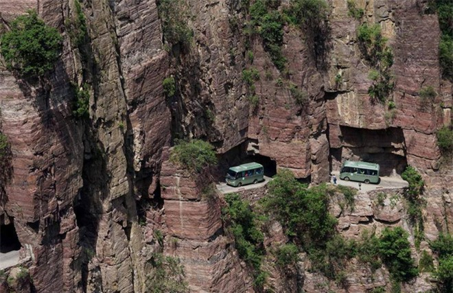 Độc đáo ngôi làng trên cao, nơi người dân tự tay đào 1,2km đường hầm xuyên núi để xuống dưới xuôi - Ảnh 4.
