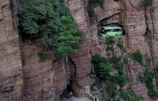 Độc đáo ngôi làng trên cao, nơi người dân tự tay đào 1,2km đường hầm xuyên núi để xuống dưới xuôi - Ảnh 5.