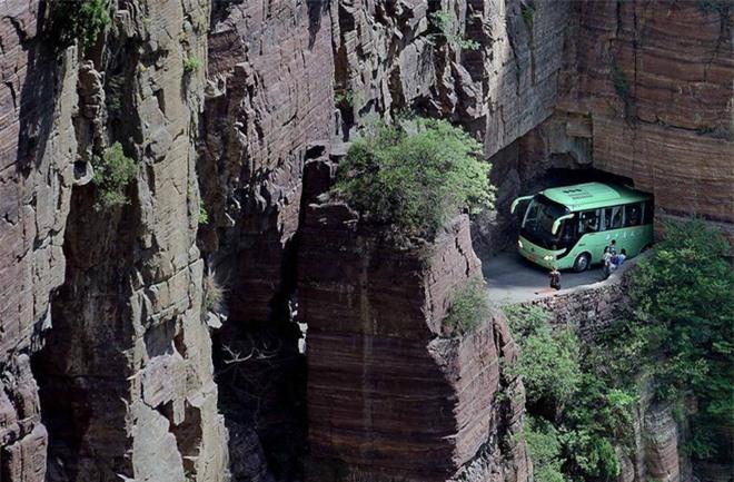 Độc đáo ngôi làng trên cao, nơi người dân tự tay đào 1,2km đường hầm xuyên núi để xuống dưới xuôi - Ảnh 7.