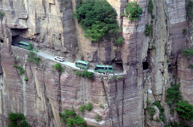 Độc đáo ngôi làng trên cao, nơi người dân tự tay đào 1,2km đường hầm xuyên núi để xuống dưới xuôi - Ảnh 8.