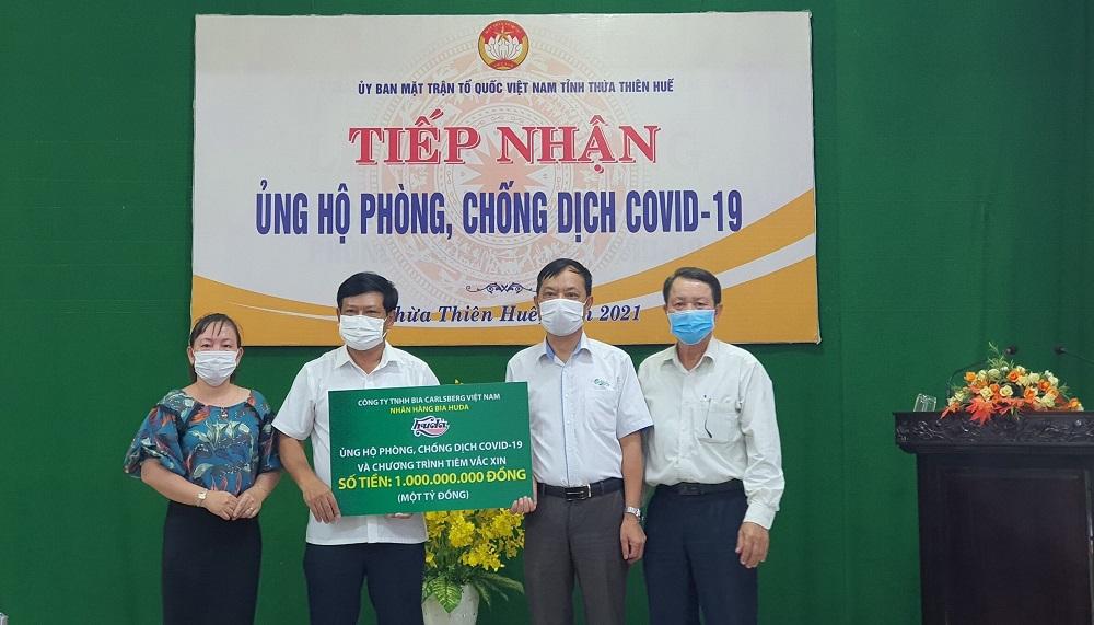 Bia Huda trao tặng 1 tỷ đồng để hỗ trợ tỉnh Thừa Thiên Huế phòng chống dịch và đẩy mạnh chương trình tiêm chủng vaccine phòng COVID-19 cho người dân.