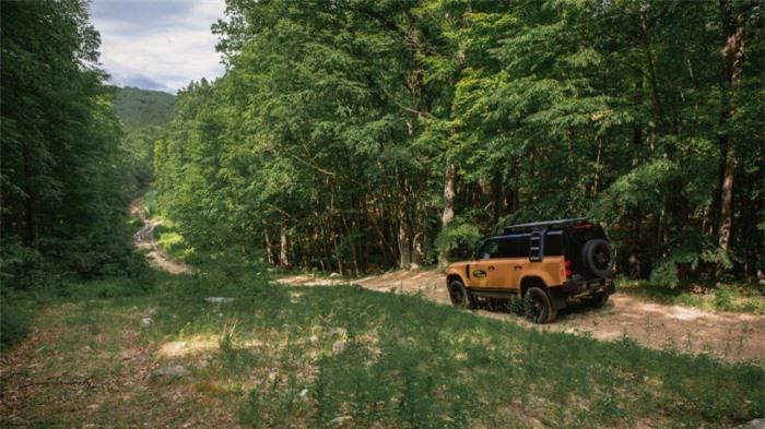 Cận cảnh Land Rover Defender Trophy đậm chất phiêu lưu 8