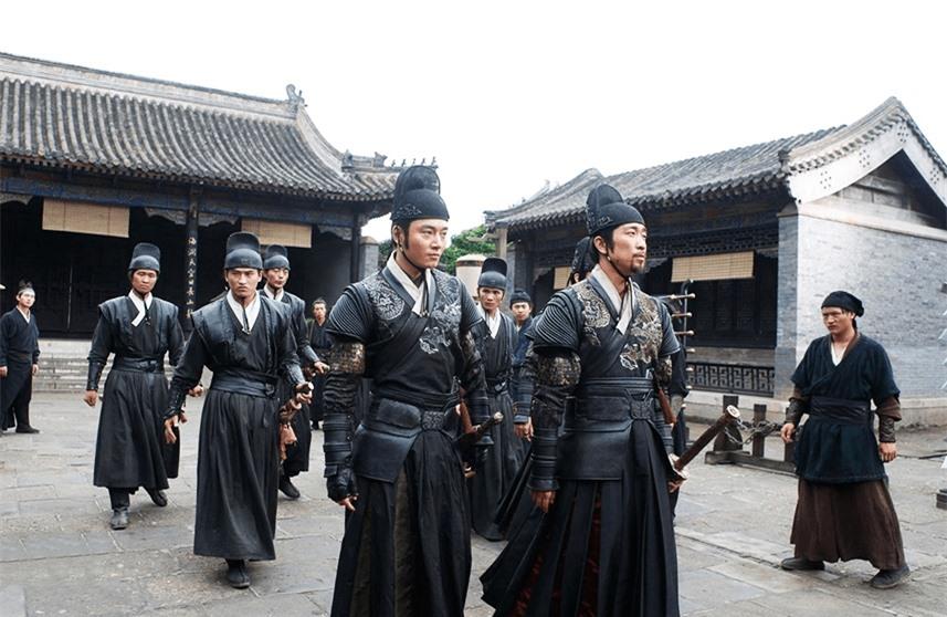 Tổ chức tà ác nhất lịch sử Minh triều, Cẩm Y Vệ nhìn thấy sợ hãi trốn chạy, bá quan nhậm chức đều phải tới khấu đầu hành lễ - Ảnh 2.