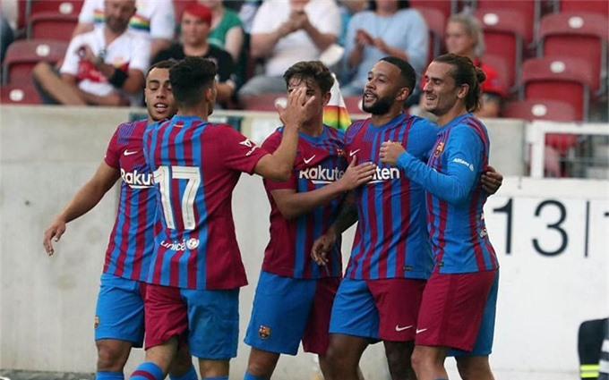 Depay tỏa sáng để sẵn sàng thay thế vị trí của Messi để lại