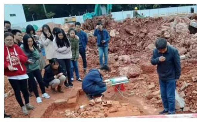 Khung cảnh khai quật mộ tại trường Đại học Giao thông Đông Trung Quốc. Hình ảnh: Net Ease