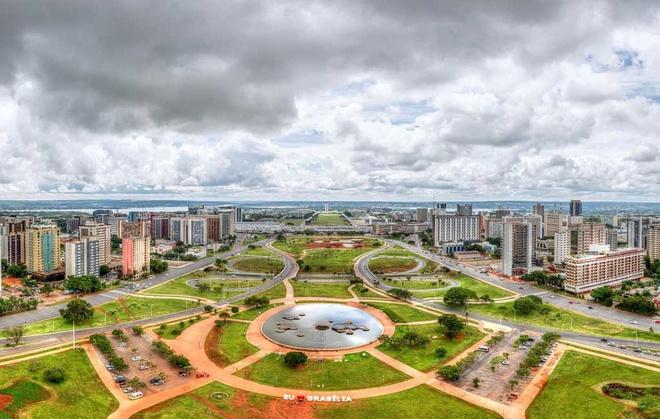 Nhắc đến Brazil, mọi người thường nghĩ đến thành phố Rio de Janeiro. Đây từng là thủ đô của Brazil nhưng hiện tại, vị trí này thuộc về Brasilia. Năm 1956, ngay sau khi lên nhậm chức, Tổng thống Brazil Juscelino Kubitschek quyết định xây dựng một thủ đô mới thay Rio de Janeiro. Sau 3 năm xây dựng, ngày 21/4/1960, thủ đô mới của Brazil mang tên Brasilia đã được khánh thành. Thành phố này đã được UNESCO công nhận là Di sản Thế giới dù được xây dựng trong thế kỷ 20. Ảnh: iStock.