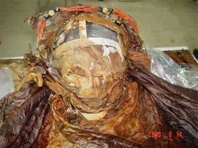 """Từ 4 chữ """"người mở sẽ chết"""" trên quan tài của cháu gái Hoàng hậu đến thi thể nữ mặc long bào, hé lộ loạt bí ẩn về mộ cổ Trung Hoa - Ảnh 1."""
