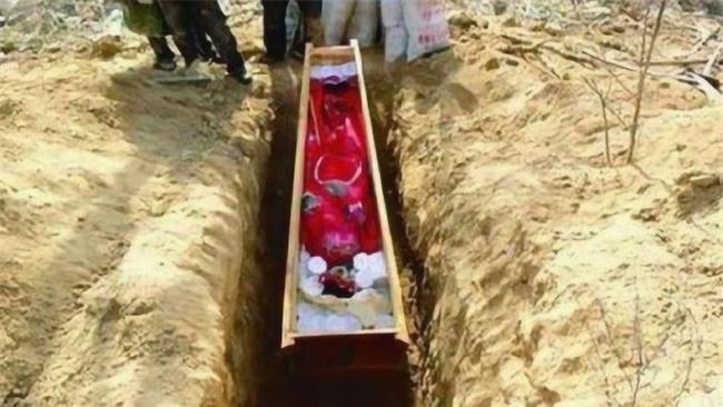 """Từ 4 chữ """"người mở sẽ chết"""" trên quan tài của cháu gái Hoàng hậu đến thi thể nữ mặc long bào, hé lộ loạt bí ẩn về mộ cổ Trung Hoa - Ảnh 5."""
