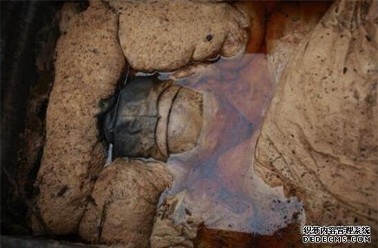 """Từ 4 chữ """"người mở sẽ chết"""" trên quan tài của cháu gái Hoàng hậu đến thi thể nữ mặc long bào, hé lộ loạt bí ẩn về mộ cổ Trung Hoa - Ảnh 6."""