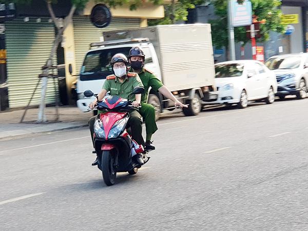 """Lực lượng chức năng Đà Nẵng tăng cường tuần tra địa bàn trong những ngày toàn TP thực hiện """"ở yên một chỗ"""""""